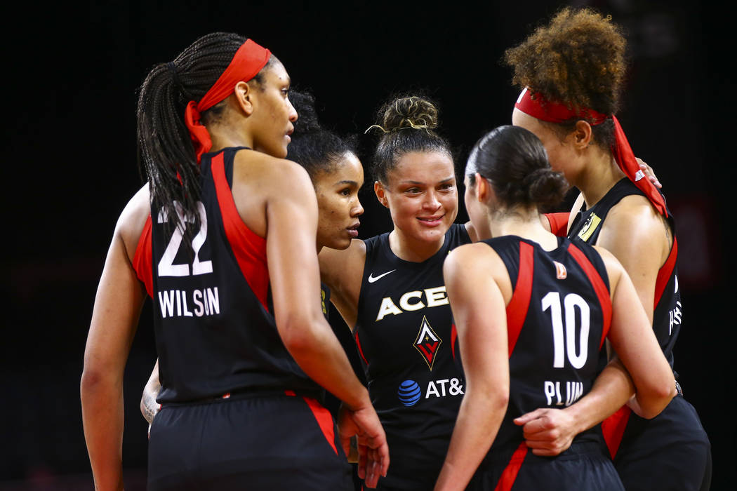 Las Vegas Aces' Kayla McBride, third from left, leads her teammates in a huddle during the seco ...