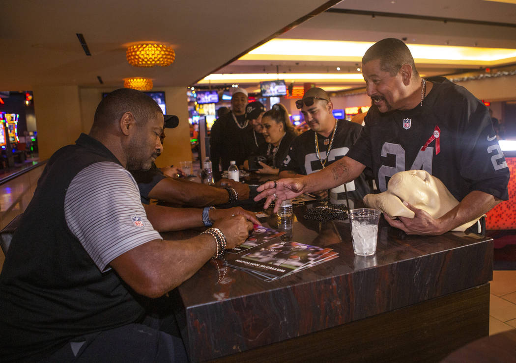 Jerry Alcala, right, smiles as he talks to former Oakland Raiders Napoleon Mccallum during a au ...