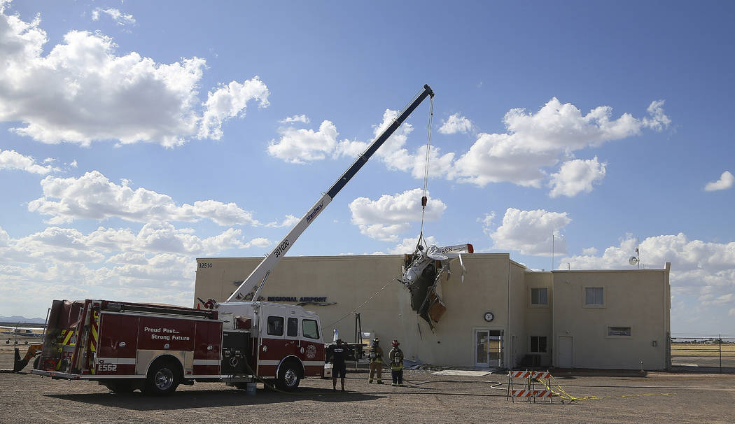2 survive after small plane crashes into Arizona airport