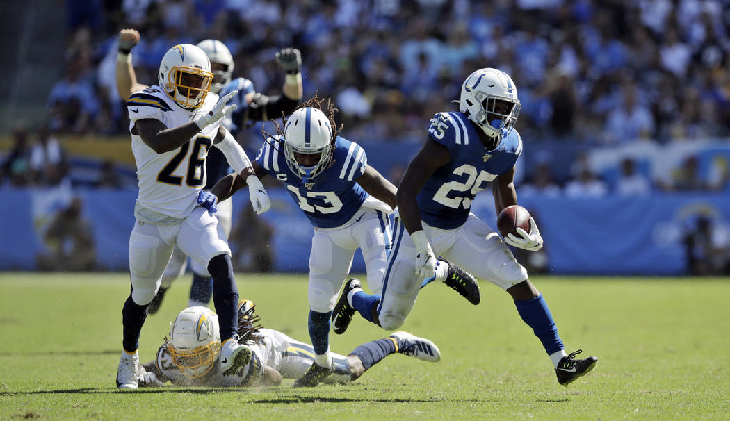 Indianapolis Colts running back Marlon Mack (25) runs for a touchdown against the Los Angeles C ...