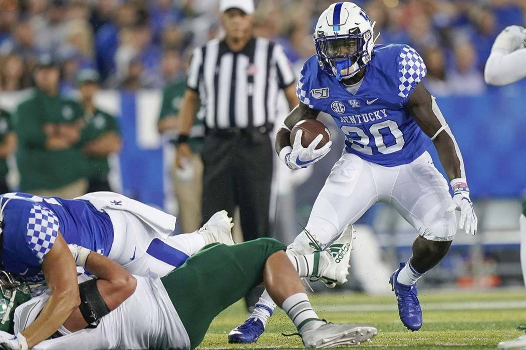 Kentucky running back Kavosiey Smoke (20) runs with the ball during the first half of an NCAA c ...