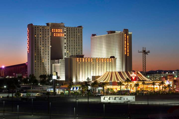 MGM Resorts International is in talks to sell Circus Circus to TI owner Phil Ruffin. (Richard B ...