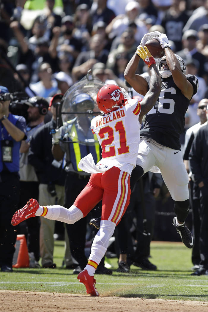 Oakland Raiders wide receiver Tyrell Williams (16) catches a pass as Kansas City Chiefs defensi ...