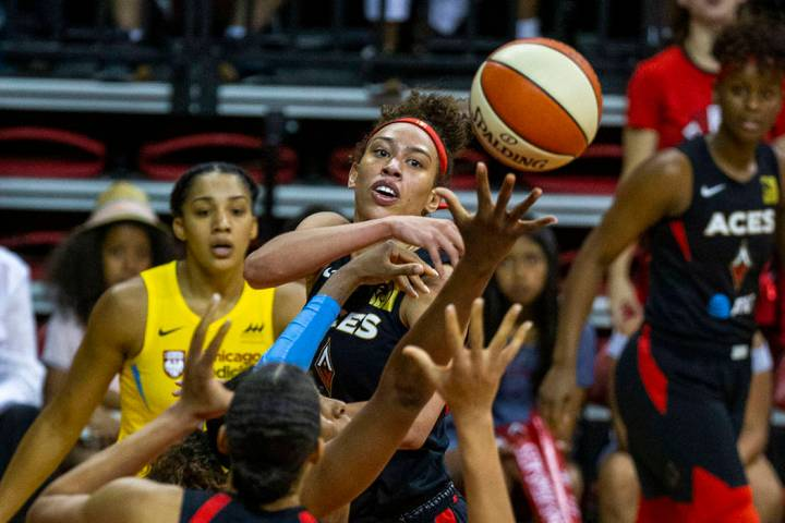 Las Vegas Aces forward Dearica Hamby (5) tosses a pass to center Liz Cambage (8) over the Chica ...