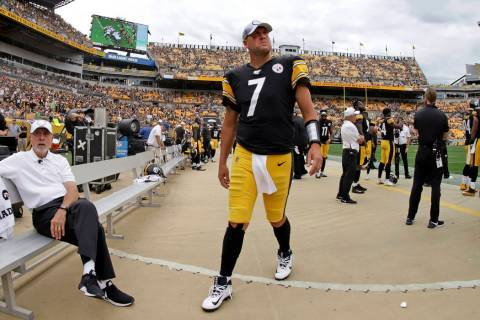 Pittsburgh Steelers quarterback Ben Roethlisberger (7) walks off the field as time runs out in ...