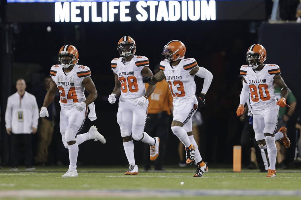 Cleveland Browns' Nick Chubb (24), Demetrius Harris (88), Odell Beckham (13) and D'Ernest Johns ...