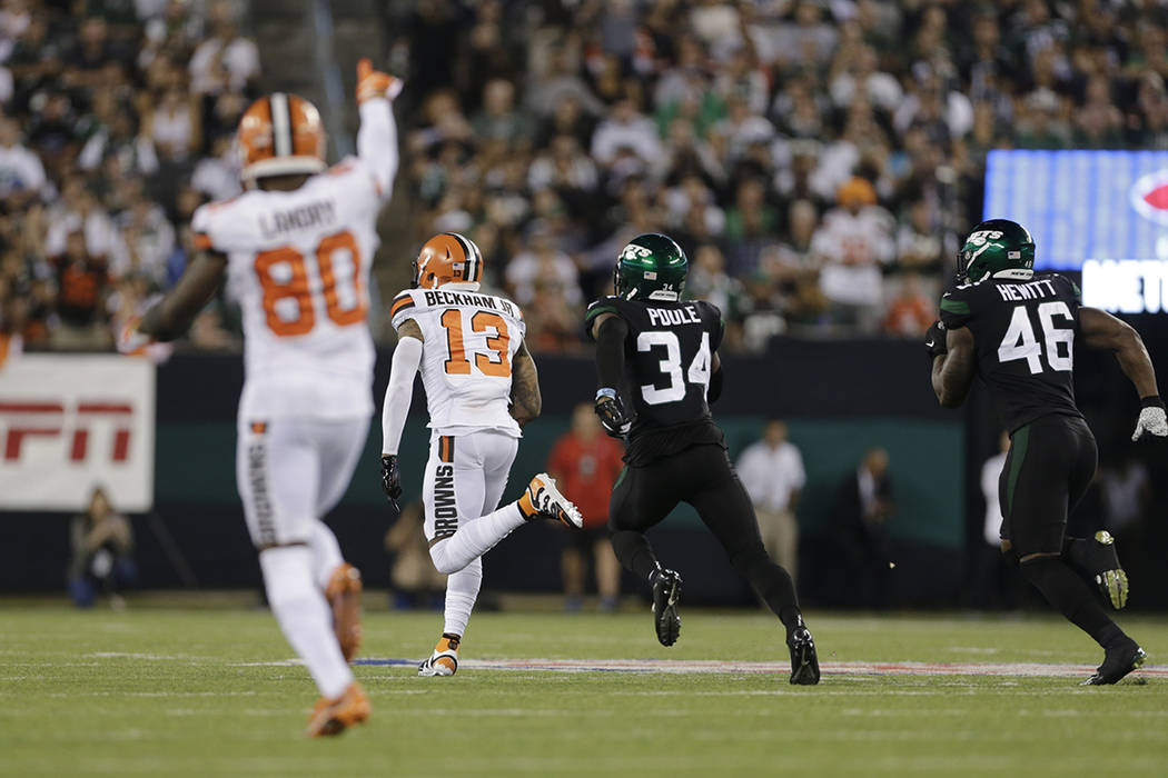 New York Jets' Brian Poole (34) and Neville Hewitt (46) chase Cleveland Browns' Odell Beckham ( ...