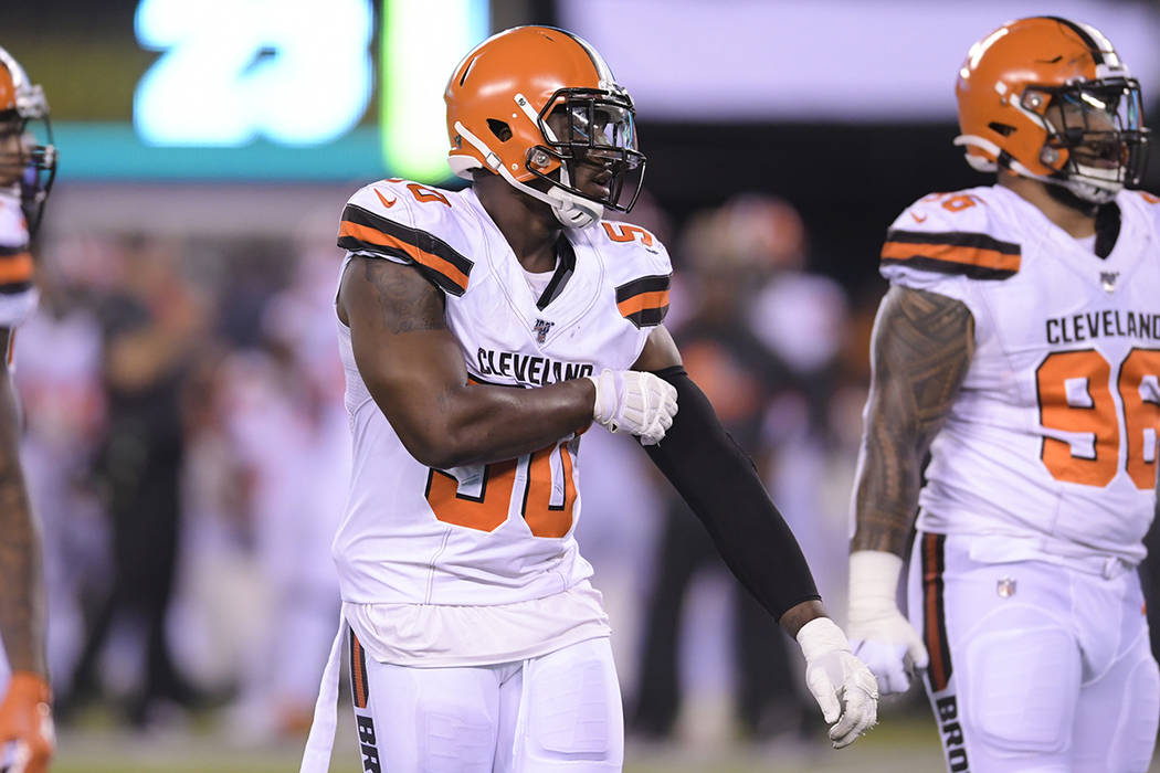 Cleveland Browns defensive end Chris Smith (50) lines up with teammates during the second half ...