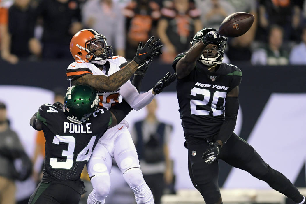 New York Jets free safety Marcus Maye (20) deflects a pass to Cleveland Browns' Odell Beckham ( ...