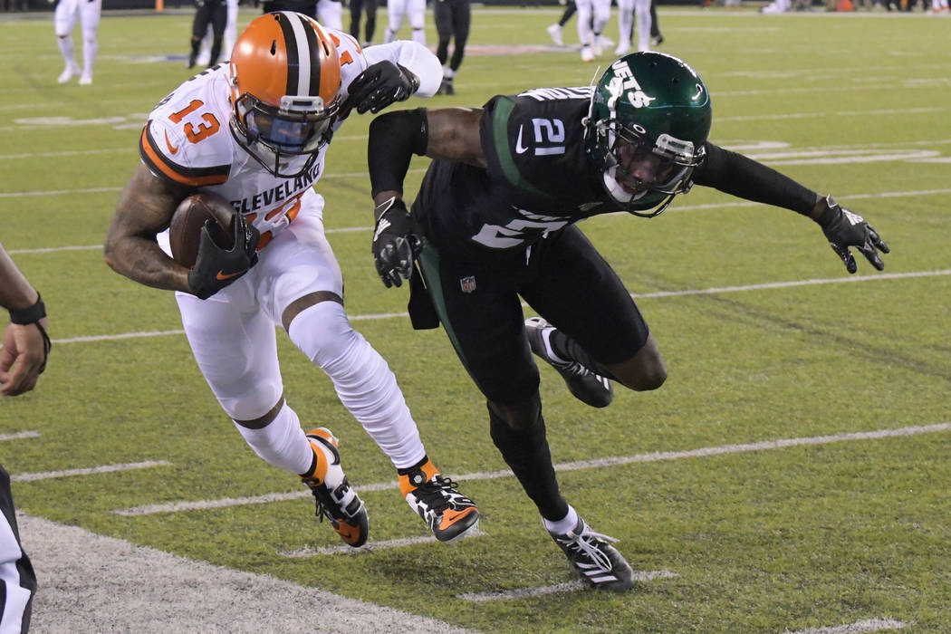 New York Jets cornerback Nate Hairston (21) forces Cleveland Browns' Odell Beckham (13) out of ...