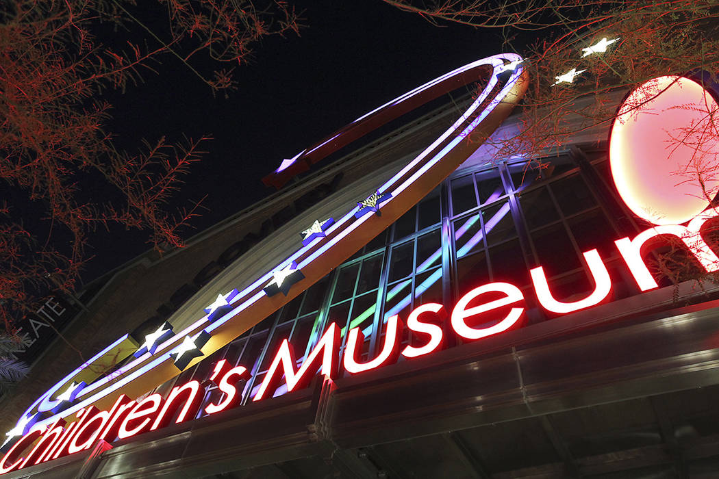 The sign at night for the Discovery Children's Museum. (Review-Journal file photo)