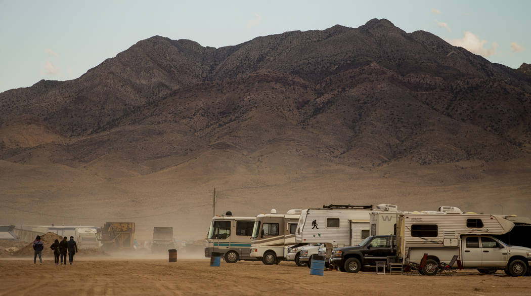 The dust continues as the winds pick up before the start of the Alienstock festival on Thursday ...