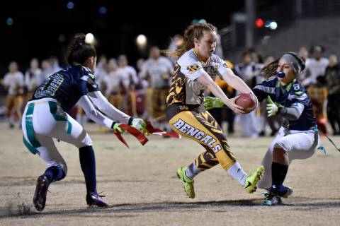 Bonanza's Charlene Beck (7) carries the ball for a touchdown against Green Valley during Class ...