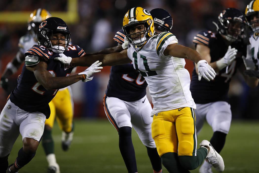 Green Bay Packers cover man Trevor Davis (11) battles with Chicago Bears cornerback Buster Skri ...