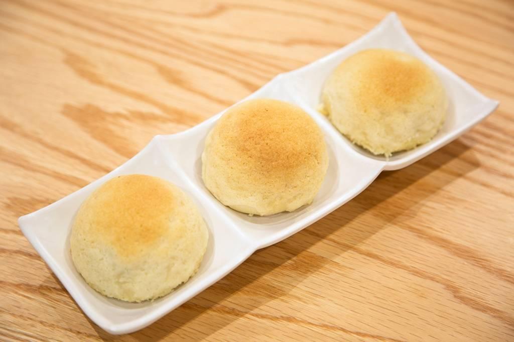 Barbecue pork buns at Tim Ho Wan. (Tim Ho Wan)