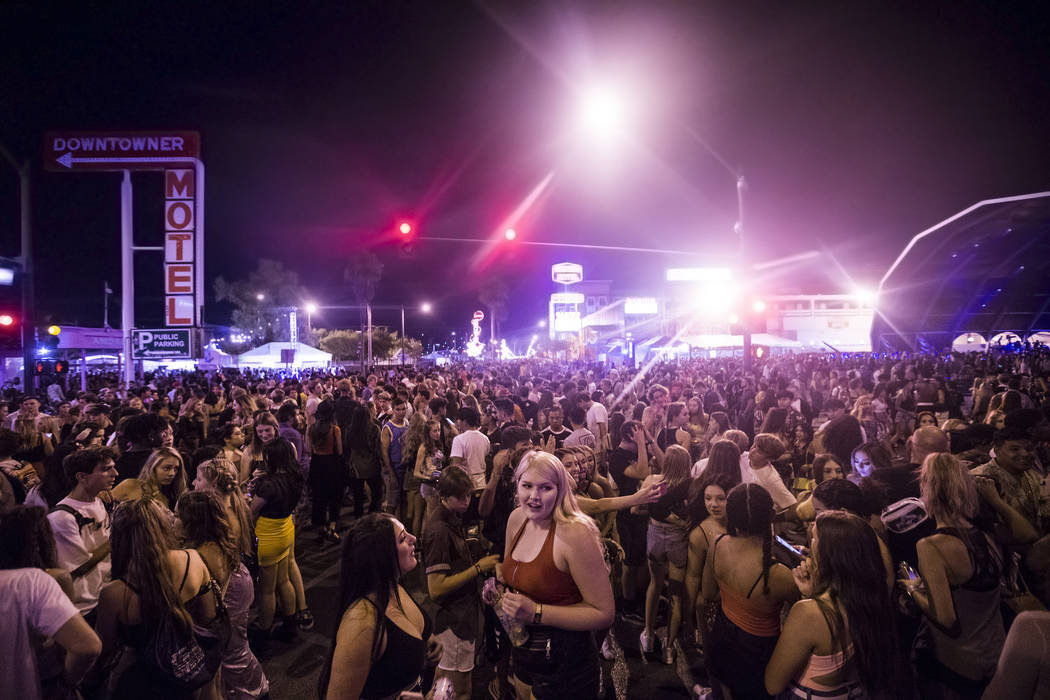 Festivalgoers pack the intersection of South 8th and Fremont streets during the first day of Li ...