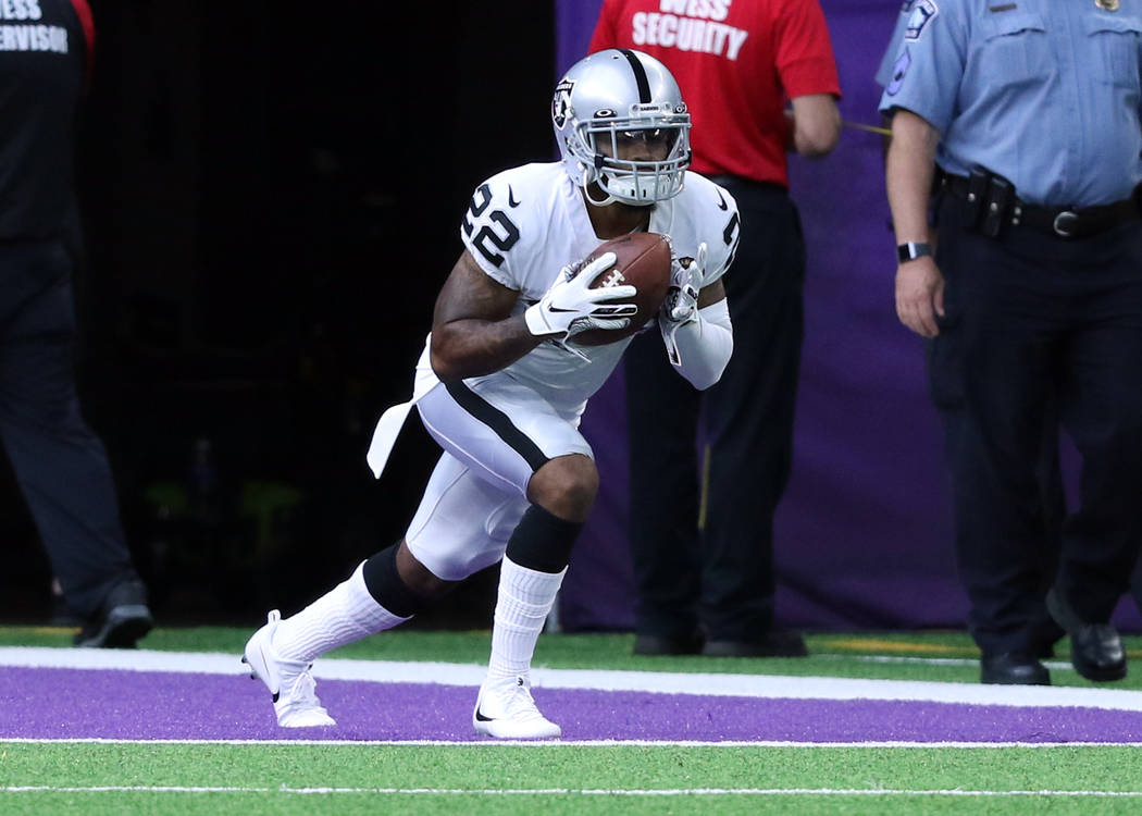Oakland Raiders defensive back Keisean Nixon (22) warms up ahead of the team's NFL game against ...