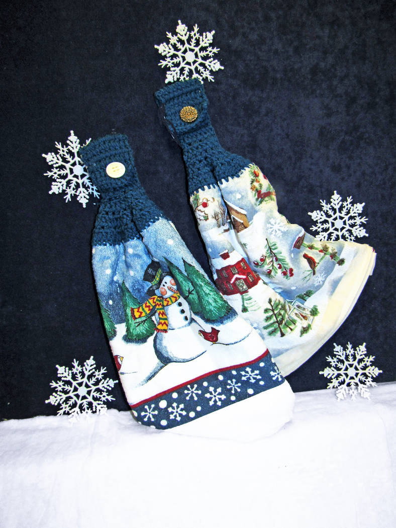 Christmas towels (Elise Rigatuso)