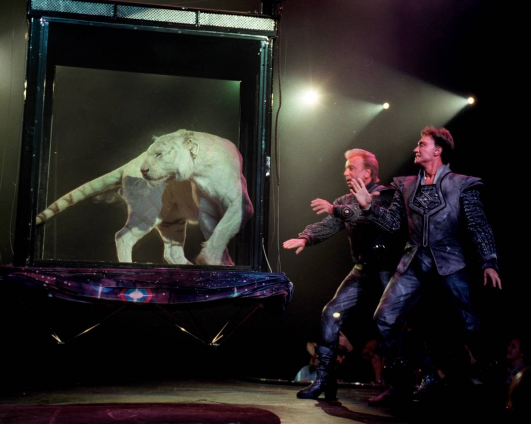 Siegfried & Roy perform at The Mirage on Feb. 19, 2001. (Jeff Scheid/Las Vegas Review-Journal)
