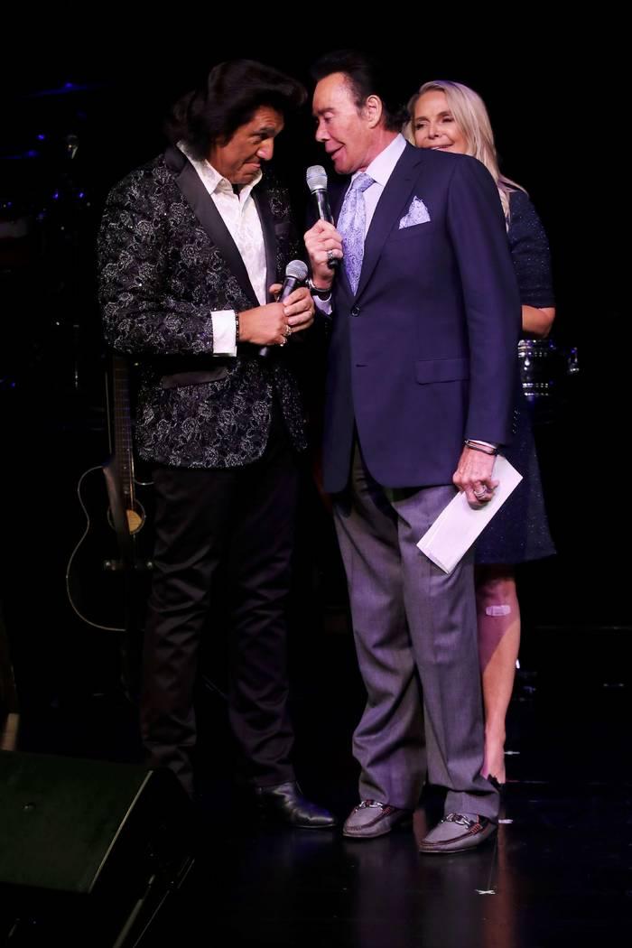 Wayne Newton, right, with Vinny Adinolfi at Mat Franco Theater at The Linq. (Ira Kuzma)
