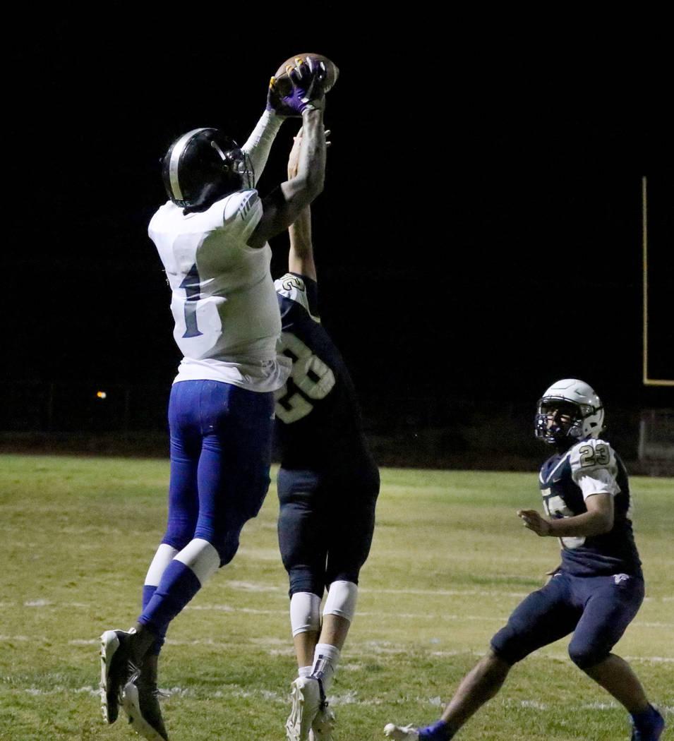 Desert Pines High's wide receiver Darnell Washington (1) jumps over Foothill High'scorner ...