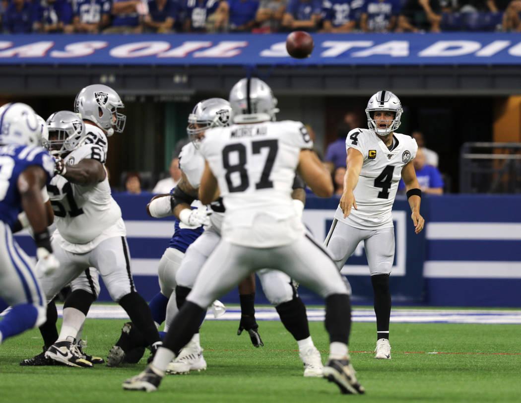 Oakland Raiders quarterback Derek Carr (4) throws thr football towards tight end Foster Moreau ...