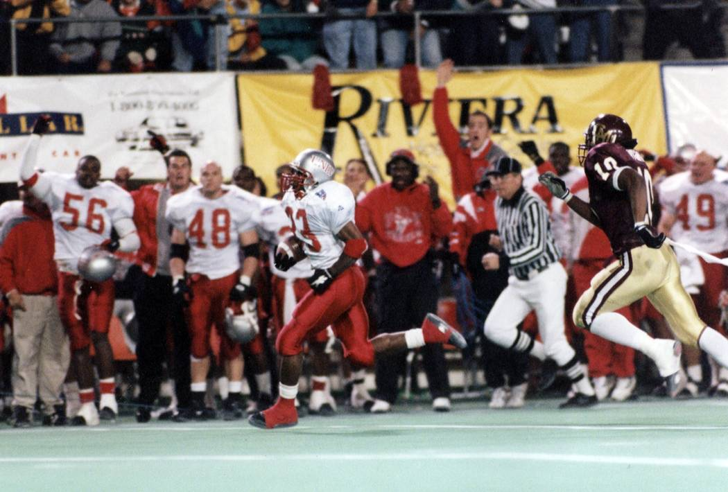 UNLV's Henry Bailey breaks away in the 1994 Las Vegas Bowl victory over Central Michigan. He sc ...