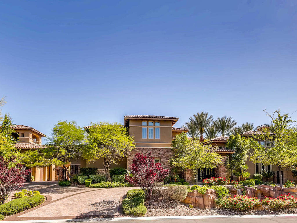 This Southern Highlands home was listed for $6.2M.