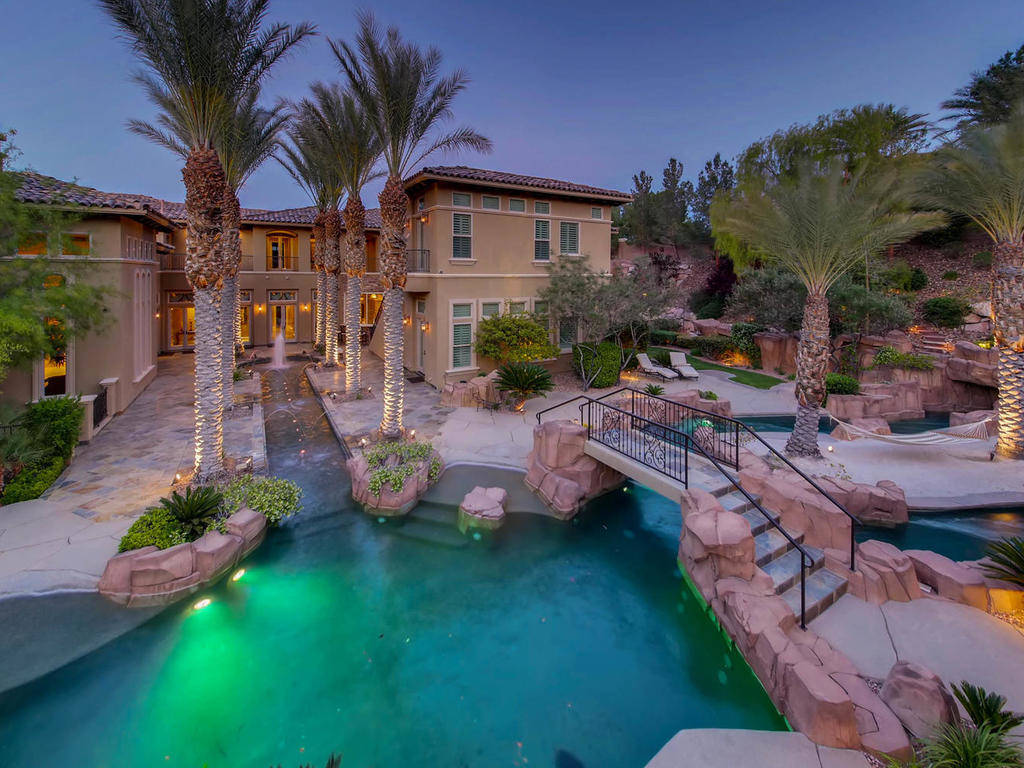This Southern Highlands mansion has been listed for $6.2M.