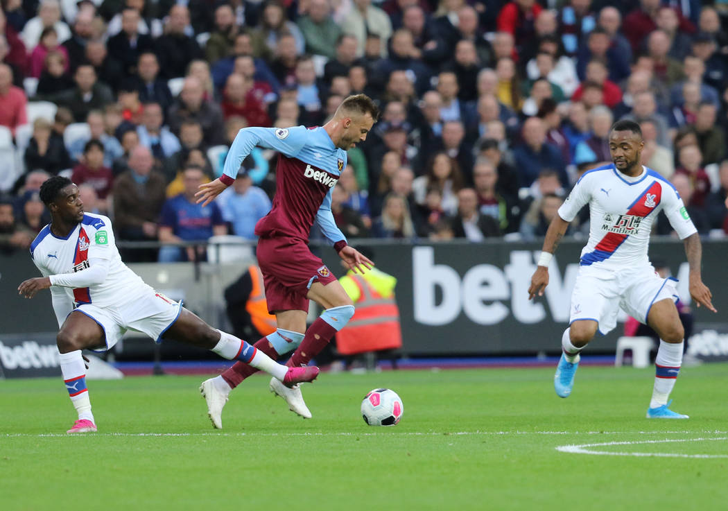 Crystal Palace defender Jeffrey Schlupp (15) tries to get the ball from West Ham United forward ...
