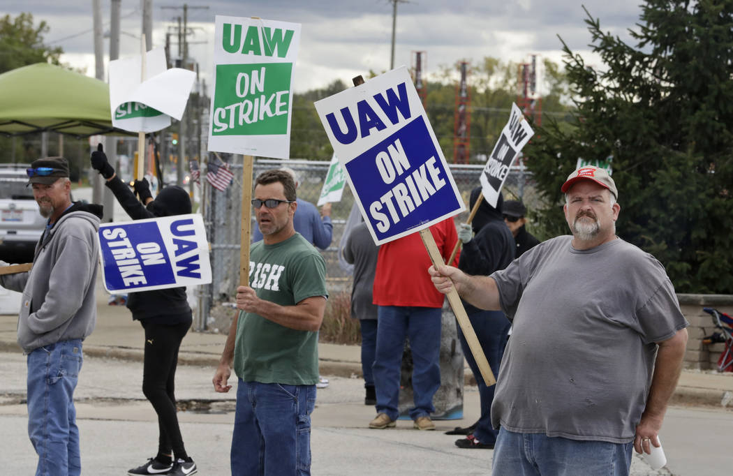 John Kirk, right, a 20-year-employee, pickets with co-workers outside the General Motors Fabric ...