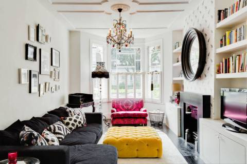 This neutral-colored rug pulls this eclectic room together. (Houzz)