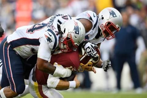 New England Patriots outside linebacker Dont'a Hightower (54) and New England Patriots defensiv ...