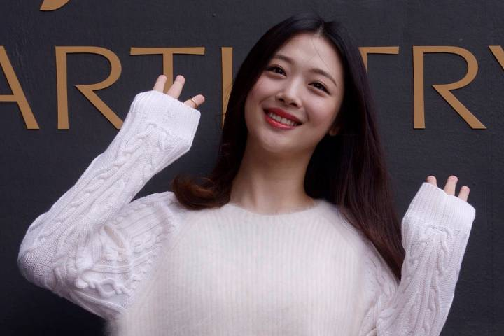 In this Sept. 30, 2015, photo, South Korean pop star and actress Sulli poses during the K-Beaut ...