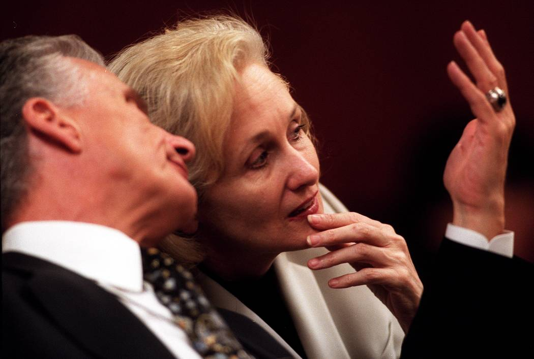 John Momot confers with Margaret Rudin during court. (Las Vegas Review-Journal file)