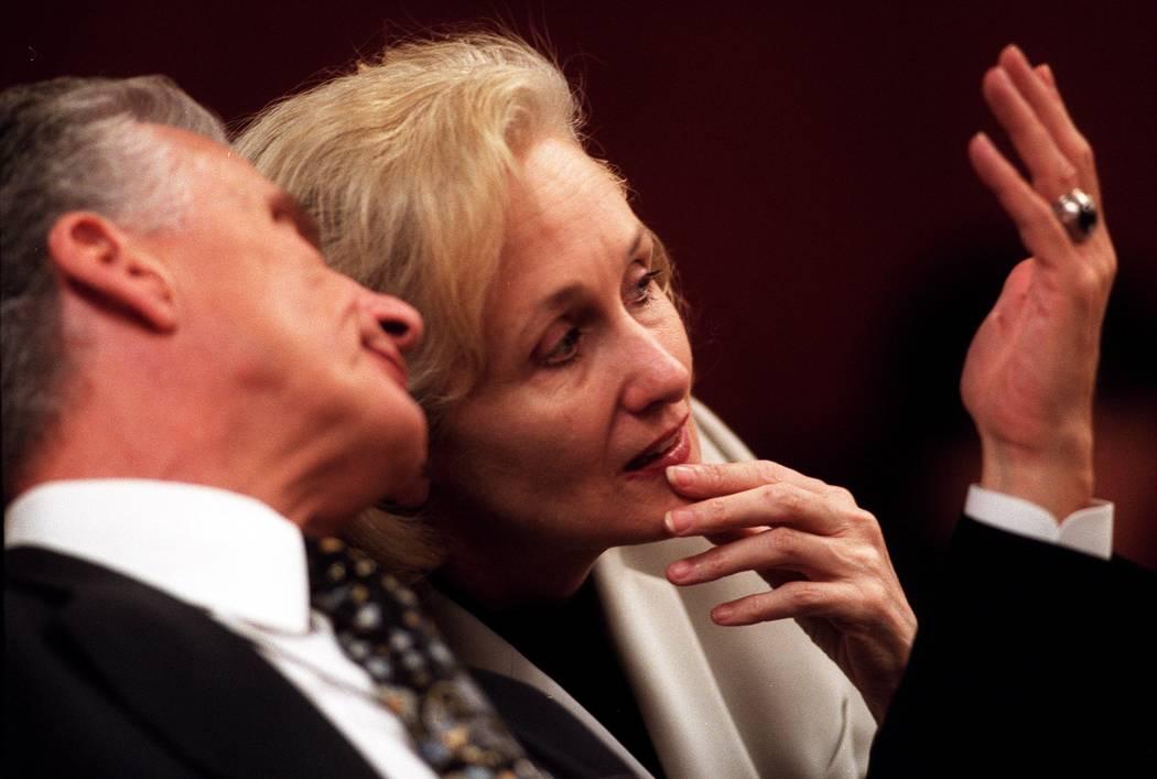 John Momot confers with Margaret Rudin during court. (Las Vegas Review-Journal file)