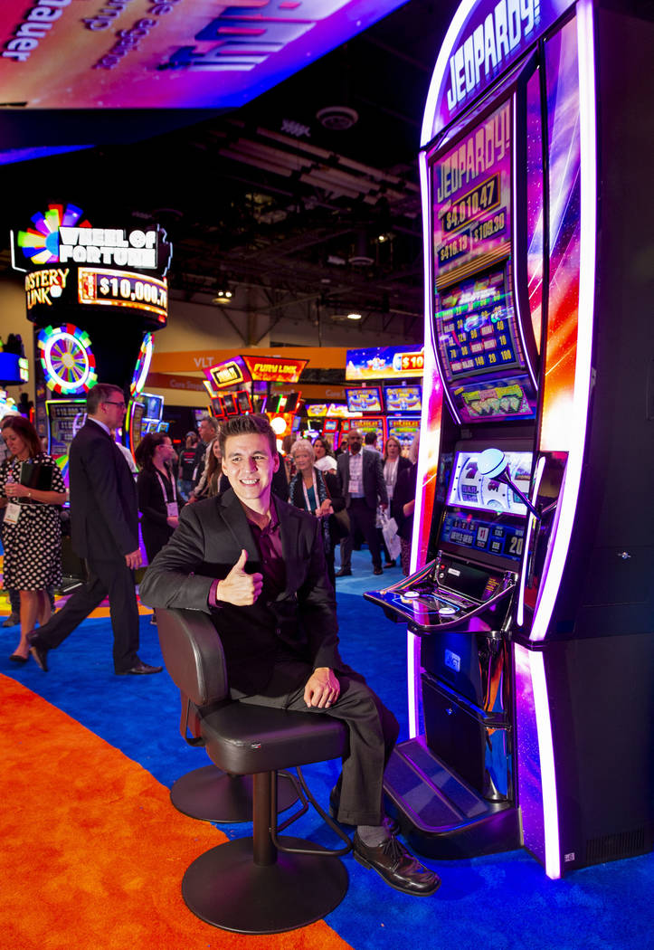 """Jeopardy!"" champion James Holzhauer helps unveil the new ""Jeopardy!"" slot ..."