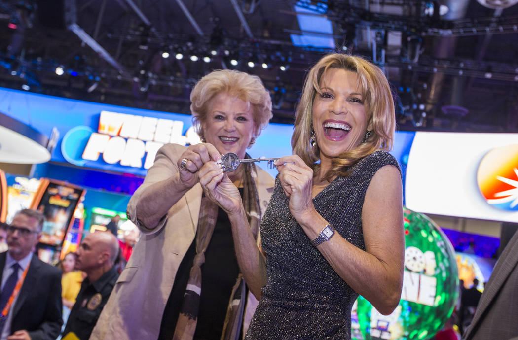 Las Vegas Mayor Carolyn Goodman, left, presents entertainer Vanna White with the key to the cit ...