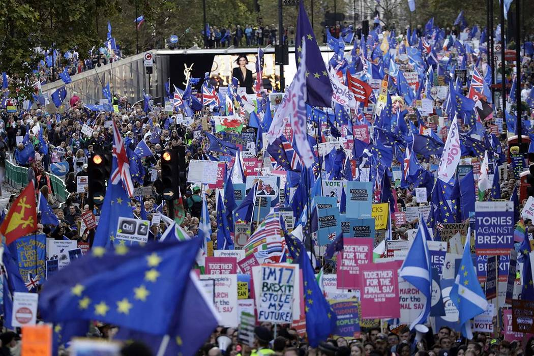 """Anti-Brexit remain in the European Union supporters take part in a """"People's Vote"""" pr ..."""