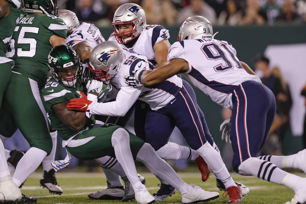 New England Patriots outside linebacker Elandon Roberts (52) tackles New York Jets' Le'Veon Bel ...