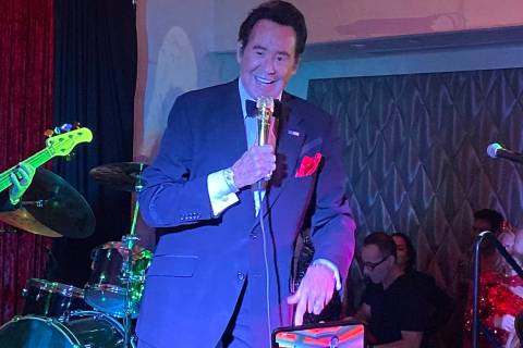 Wayne Newton performs at the Stirling Club at Turnberry Place on Wednesday, Oct. 30, 2019. (Joh ...