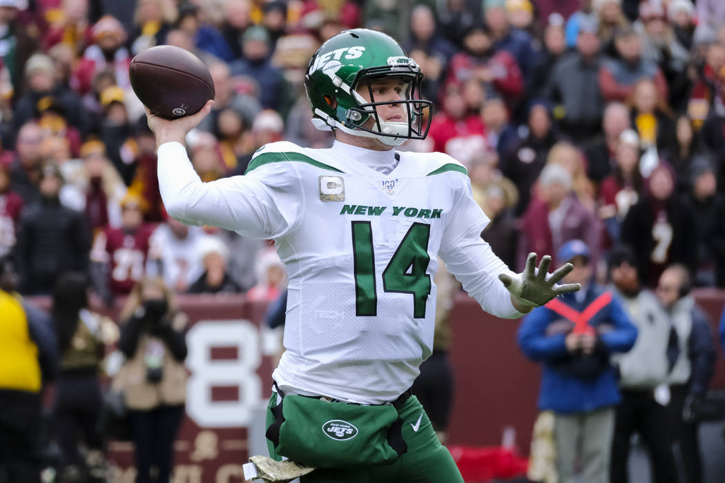 New York Jets quarterback Sam Darnold (14) throws a touchdown pass in the first half of an NFL ...