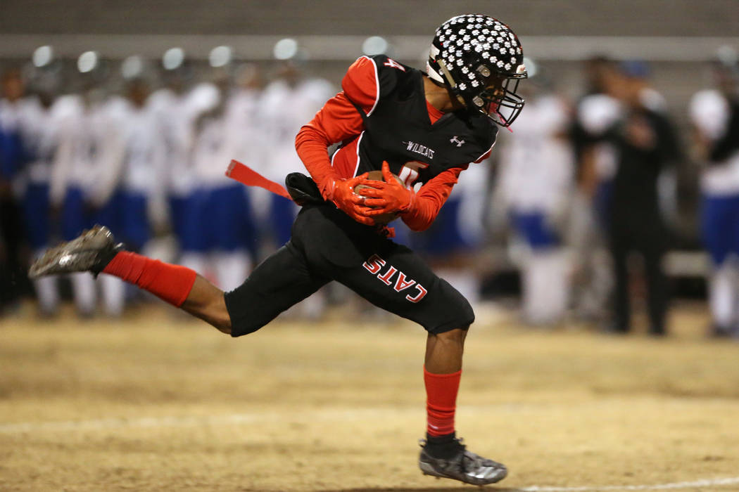 Las Vegas Victory David (4) makes a catch against Desert Pines in the second quarter of a footb ...