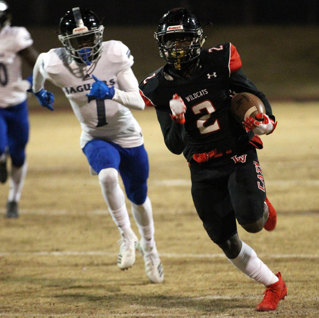 Las Vegas Miles Davis (2) runs for a touchdown with Deser Pines (7) following behind during th ...