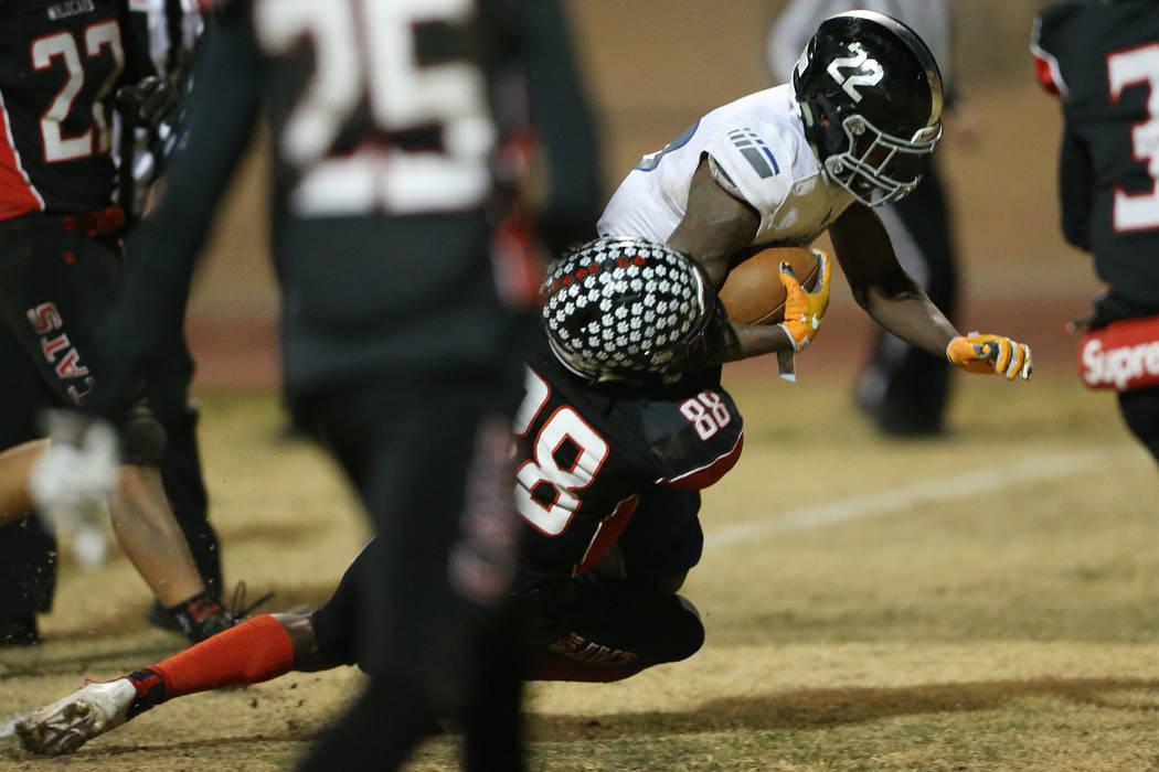Desert Pines Javontae Barnes (22) runs for a touchdown against Las Vegas Jaelin Gray (88) durin ...