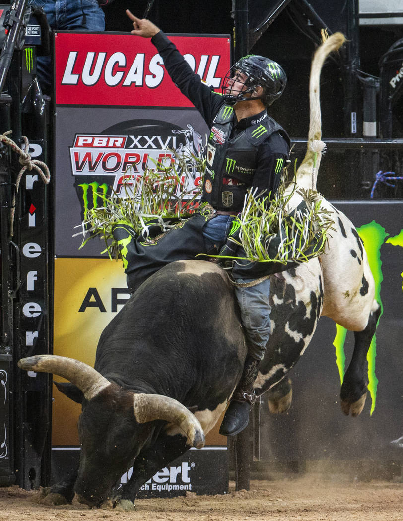 Jose Vitor Leme, atop of BootDaddy.com, points to Jess Lockwood who's chasing him for first pla ...