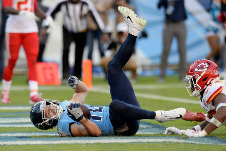 Tennessee Titans wide receiver Adam Humphries (10) scores the winning touchdown against the Kan ...