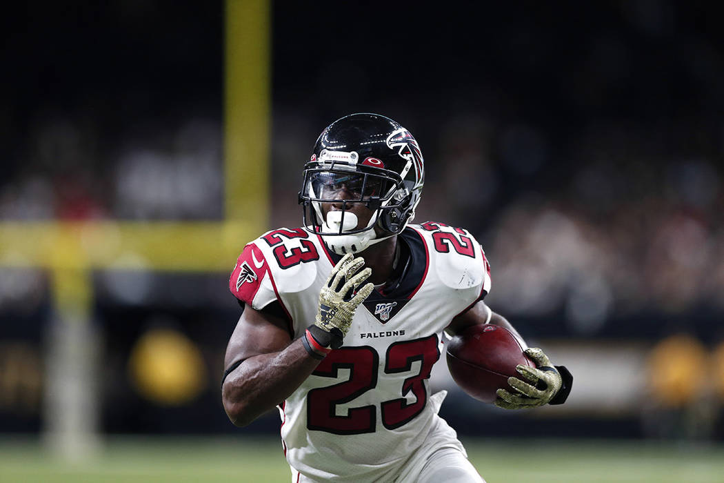 Atlanta Falcons running back Brian Hill (23) carries on a touchdown reception in the second hal ...