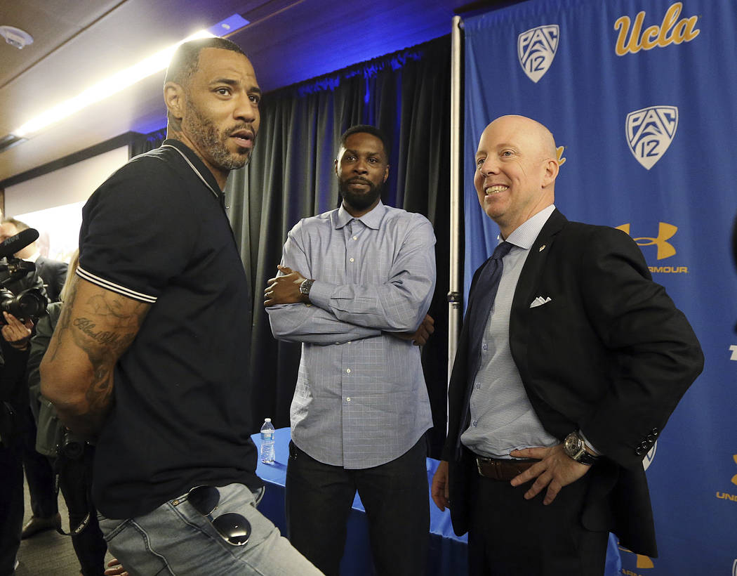 Mick Cronin, right, chats with Cincinnati and NBA star Kenyon Martin, left, and Ronald Allen, w ...