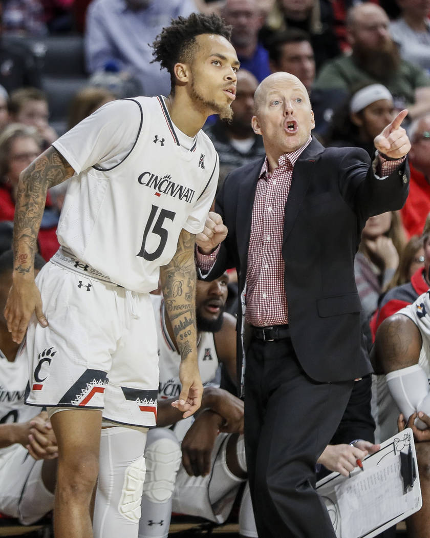Cincinnati's head coach Mick Cronin, right, speaks with Cane Broome (15) in the second half of ...